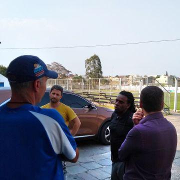 Tinga visita as dependências do Guarany