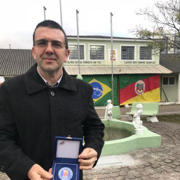 Sindilojas Costa Doce e autoridades recebem medalha de honra ao mérito